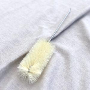 Perie pentru curatat sticle cu gat ingust. Din metal si peri naturali. Facuta de mana in Germania. 100% reciclabila, fara ambalaj, fara plastic.