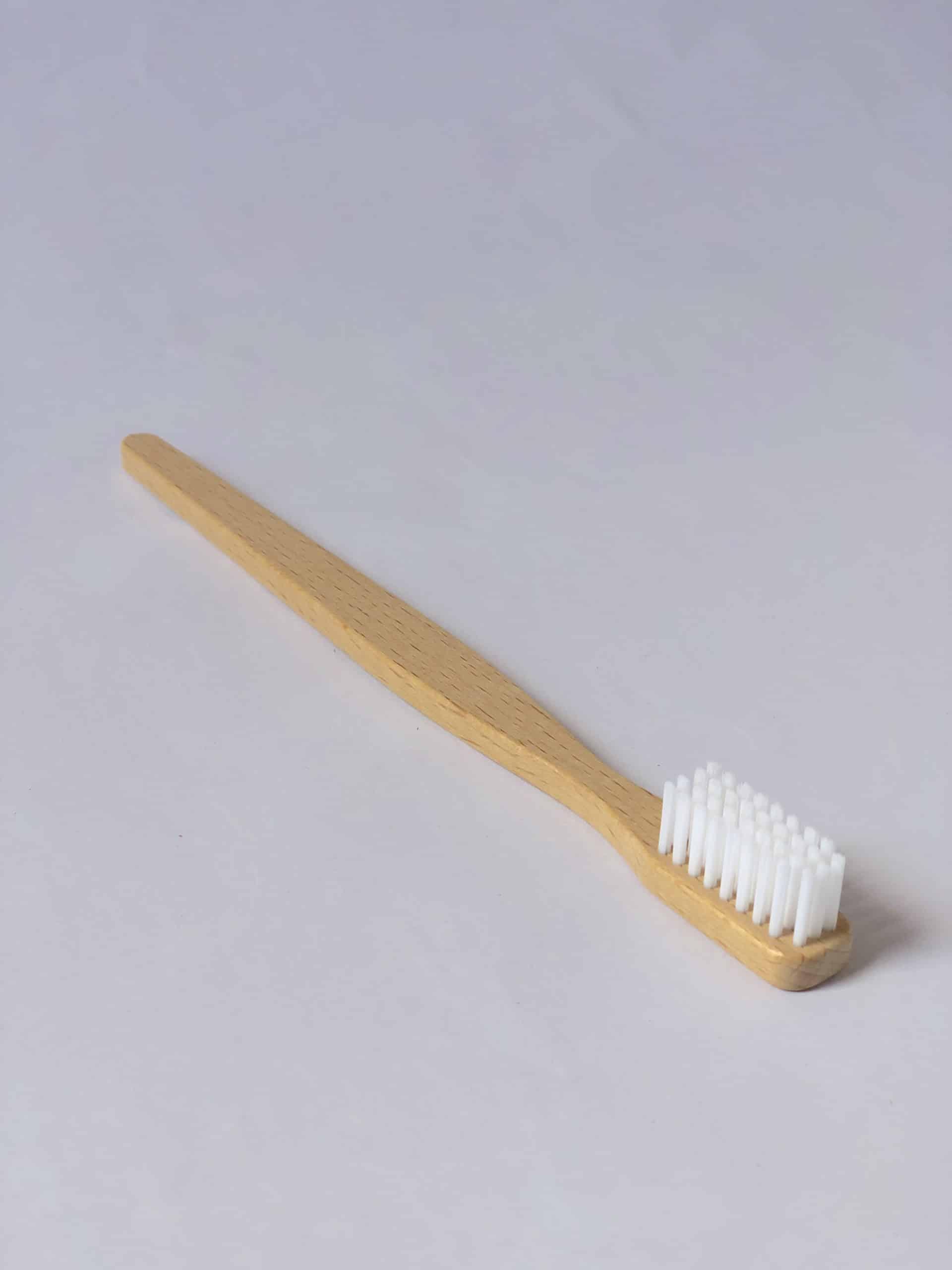 Toothbrush - Periuță de dinți din lemn si fire vegetale, biodegradabila